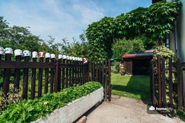 Vchod do zahrady na chalupu