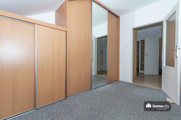 Pokoj se skříněmi