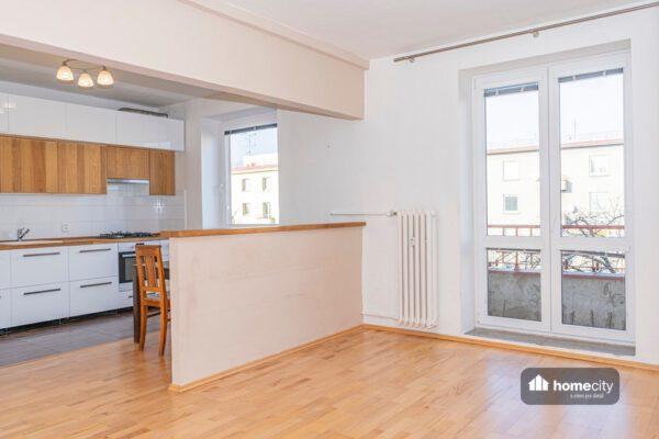 Vstup na balkon z obývací části