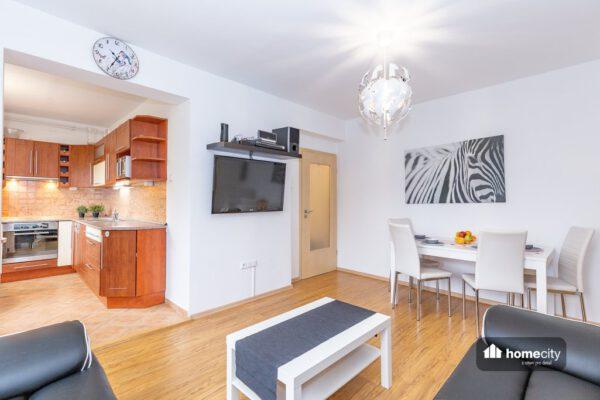 Obývací pokoj propojený s kuchyní