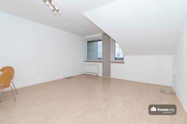 Obývací pokoj pohled ze dveří