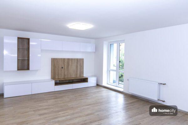 Obývací bílá stěna