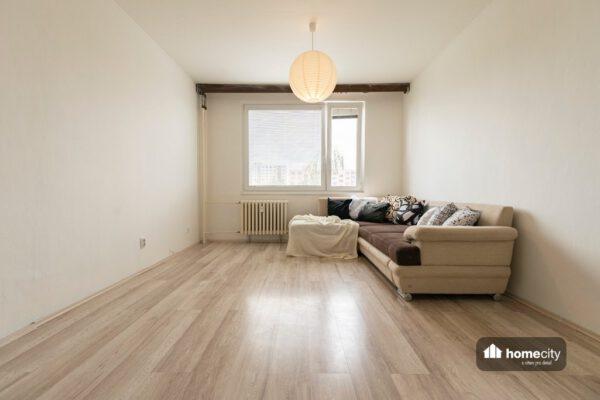 Obývací místnost se sedací soupravou